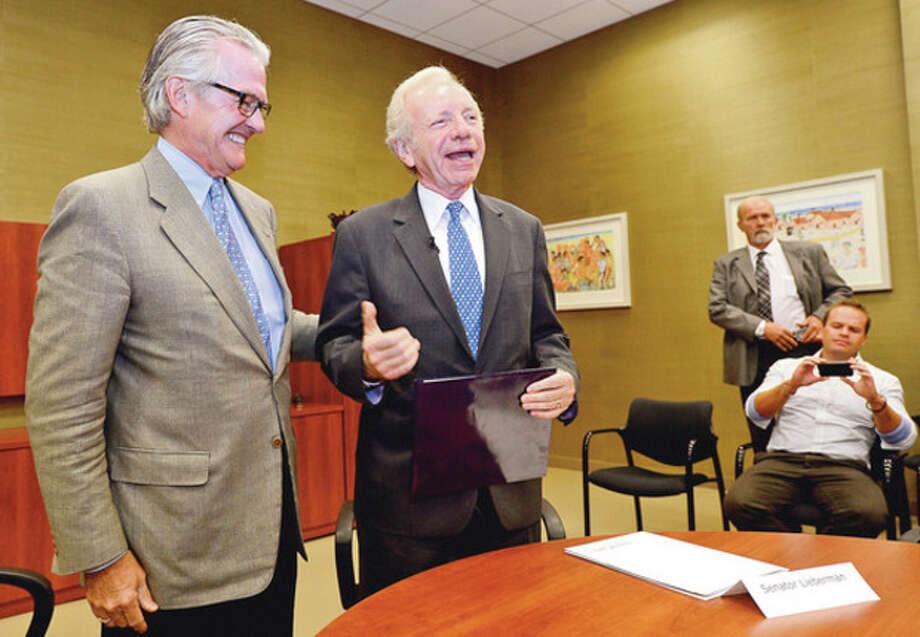 "Hour photo / Erik TrautmannOutgoing U.S. Sen. Joe Lieberman, I-Conn., awards AmeriCares CEO Curt Welling his ""Joe's Heores"" award Wednesday at AmeriCares Headquarters in Stamford on Wednesday. / (C)2012, The Hour Newspapers, all rights reserved"