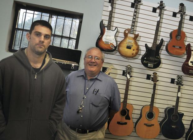 Norwalk Pawn Shop >> Yankee Peddler Loan Pawn Shop Opens In Norwalk The Hour