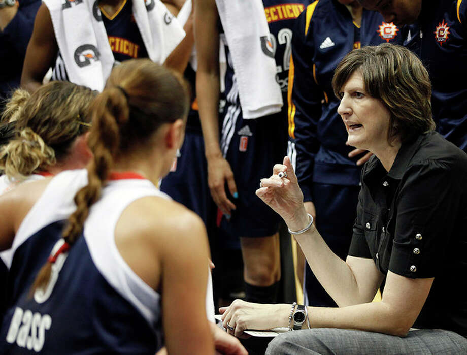 Connecticut Sun head coach Anne Donovan talks with her team during a timeout against the Minnesota Lynx in a WNBA preseason women's basketball game, Tuesday, May 21, 2013, in Minneapolis. The Sun won 88-80. (AP Photo/Stacy Bengs) / FR170489 AP