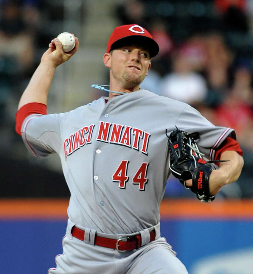 Cincinnati Reds' starting pitcher Mike Leake (44) throws against the New York Mets in the first inning of a baseball game at Citi Field on Tuesday, May 21, 2013 in New York. (AP Photo/Kathy Kmonicek) / FR170189 AP