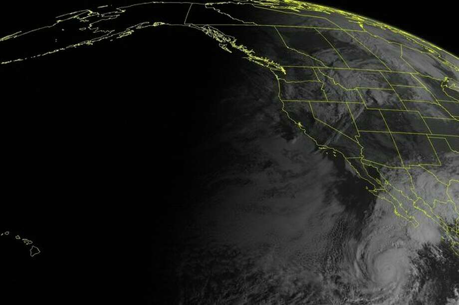 This NOAA satellite image taken Monday, October 15, 2012 at 11:00 AM EDT shows Hurricane Paul south of the Baja Peninsula. Paul is moving towards the north-northeast and has maximum winds of 90 mph. This hurricane is expected to approach the southern tip of the Baja Peninsula in the next 48 hours. In the Pacific Northwest a frontal system is moving in off the Pacific with cloudiness and rain showers. (AP PHOTO/WEATHER UNDERGROUND) / WEATHER UNDERGROUND