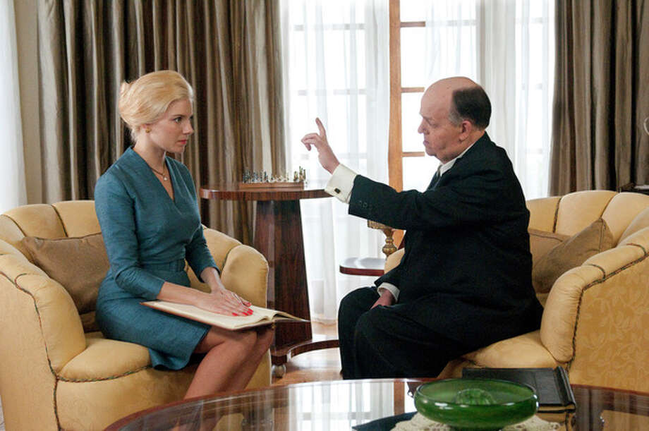 """This image released by HBO shows Toby Jones, portraying Alfred Hitchcock, right, with Sienna Miller, portraying Tippi Hedren, in a scene from the film """"The Girl,"""" premiering Saturday, Oct. 20, 2012 at 9 p.m. EST. The HBO movie dramatizes the making of Hitchcock's """"The Birds"""" and his relationship with Hedren. (AP Photo/HBO, Kelly Walsh) / HBO"""