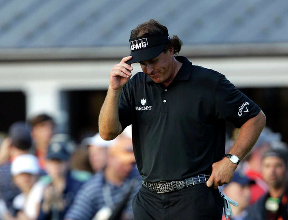 Phil Mickelson reacts after a shot on the 18th hole during the fourth round of the U.S. Open golf tournament at Merion Golf Club, Sunday, June 16, 2013, in Ardmore, Pa. (AP Photo/Julio Cortez) / AP