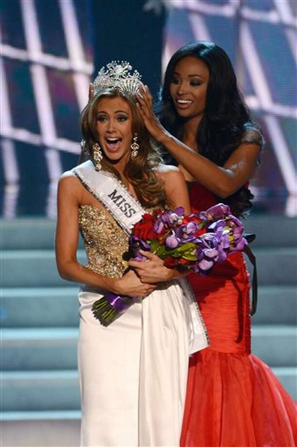 Miss Connecticut Erin Brady is crowned the winner of the Miss USA 2013 pageant by Nana Meriwether, Sunday, June 16, 2013, in Las Vegas.  / FR170524AP