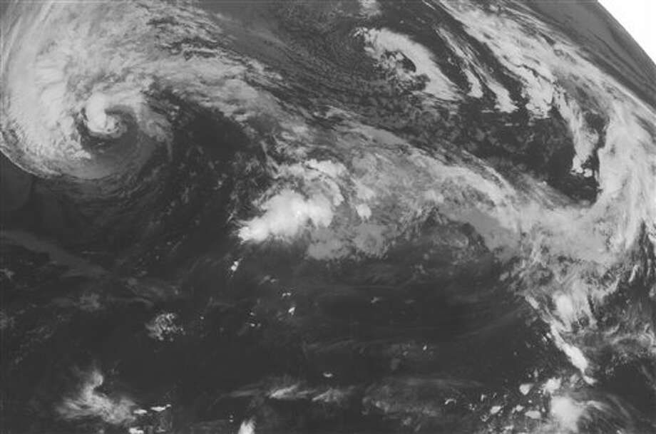 This NOAA satellite image taken Sunday, October 28, 2012 at 01:45 AM EDT shows a massive Hurricane Sandy off the eastern coast of the United States. Sandy is has maximum winds of 75 mph and is moving to the NNE at 14 mph. This storm is expected to curve back to the northwest in the next 24 to 48 hours. (AP PHOTO/WEATHER UNDERGROUND) / WEATHER UNDERGROUND