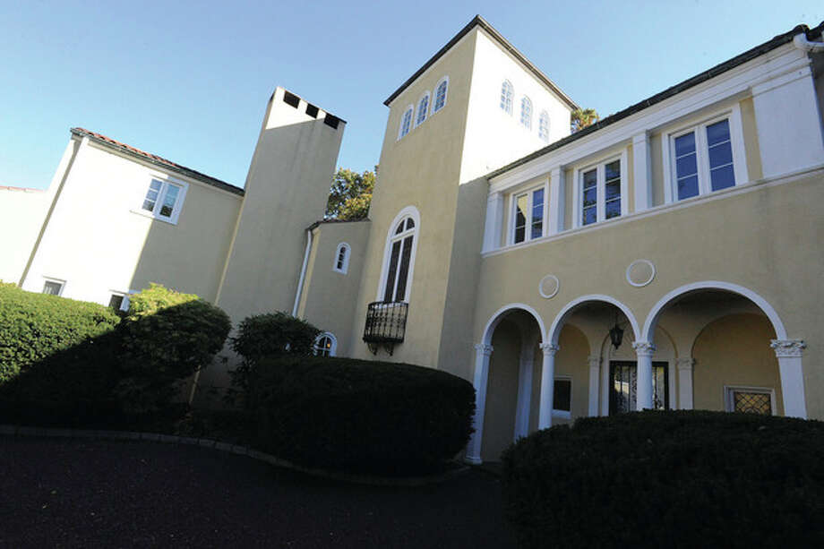 Hour photo / Matthew VinciThe exterior 33 Blue Mountain Road in Norwalk. / (C)2011 {your name}, all rights reserved