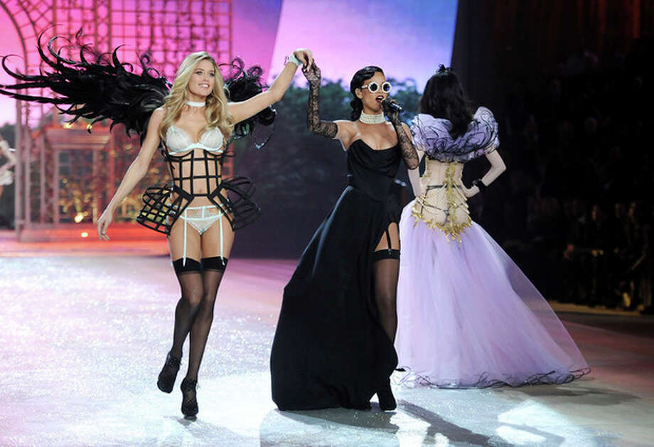 Singer Rihanna, right, performs while model Doutzen Kroes walks the runway during the 2012 Victoria's Secret Fashion Show on Wednesday Nov. 7, 2012 in New York. The show will be Broadcast on Tuesday, Dec. 4 (10:00 PM, ET/PT) on CBS. (Photo by Evan Agostini/Invision/AP) / Invision