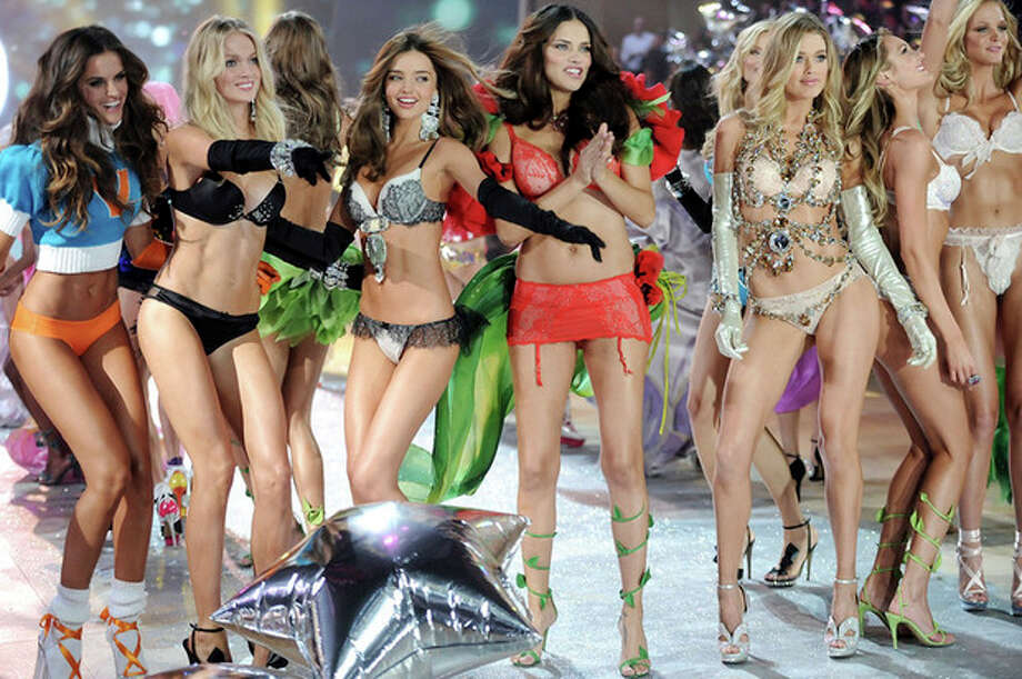 Models, from left, Izabel Goulart, Lindsay Ellingson, Miranda Kerr, Adriana Lima, Doutzen Kroes and Candice Swanepoel walk the runway during the finale of the 2012 Victoria's Secret Fashion Show on Wednesday Nov. 7, 2012 in New York. The show will be Broadcast on Tuesday, Dec. 4 (10:00 PM, ET/PT) on CBS. (Photo by Evan Agostini/Invision/AP) / Invision