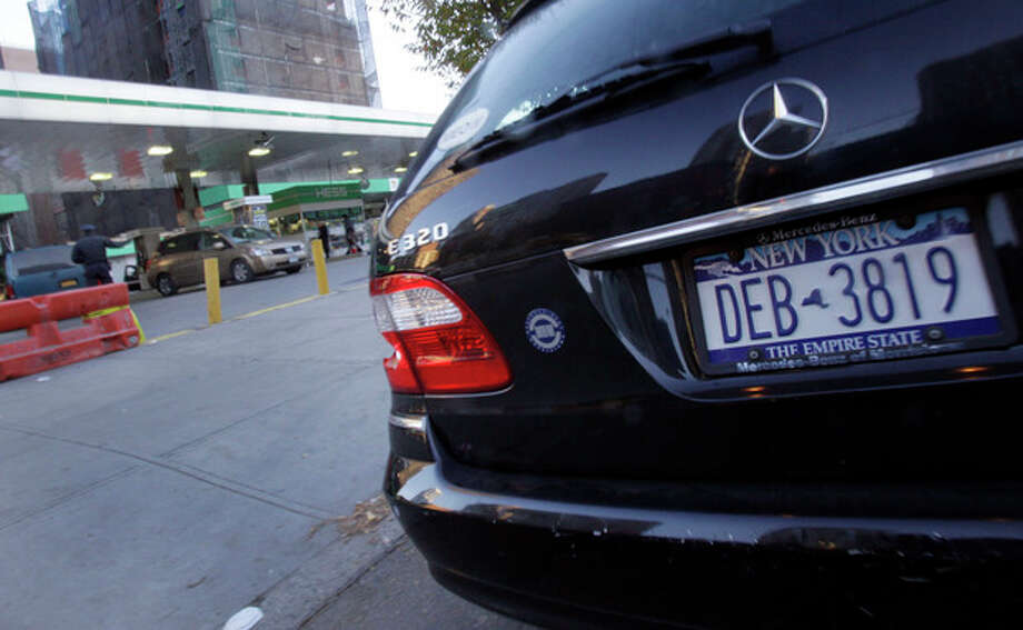A car with a license plate that ends with an odd number waits in line for gasoline, in New York, Friday, Nov. 9, 2012. A new gasoline rationing plan that lets motorists fill up every other day went into effect in New York on Friday morning. Police were at gas stations to enforce the new system in New York City and on Long Island. (AP Photo/Richard Drew) / AP