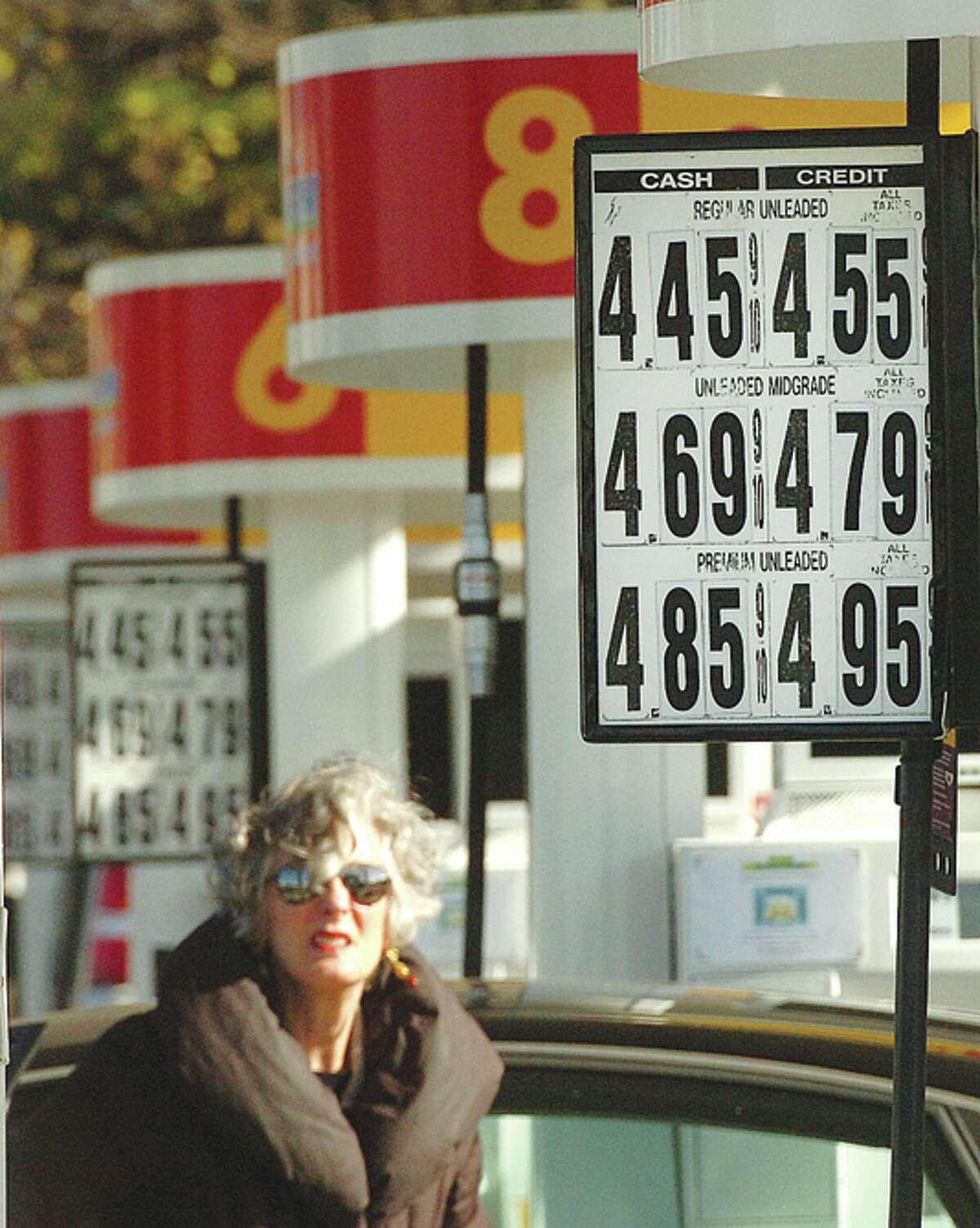 Hour Photo Alex von Kleydorff; Gas prices along Connecticut Ave in Norwalk Monday