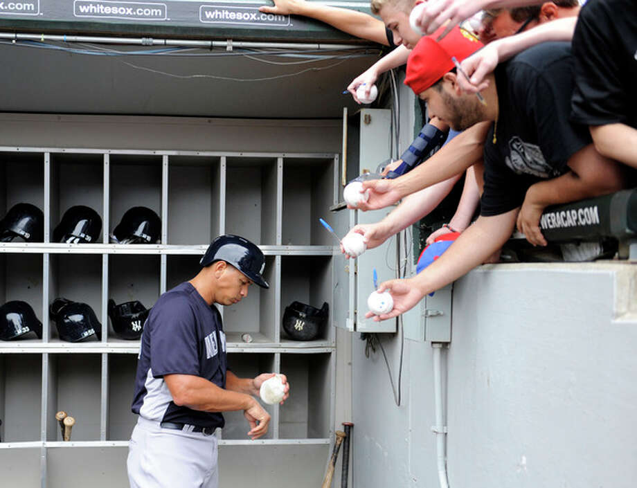 New York Yankees' Alex Rodriguez leaves the dugout to take batting practice before a baseball game against the Chicago White Sox, Tuesday, Aug. 6, 2013 in Chicago. (AP Photo/David Banks) / FR165605 AP