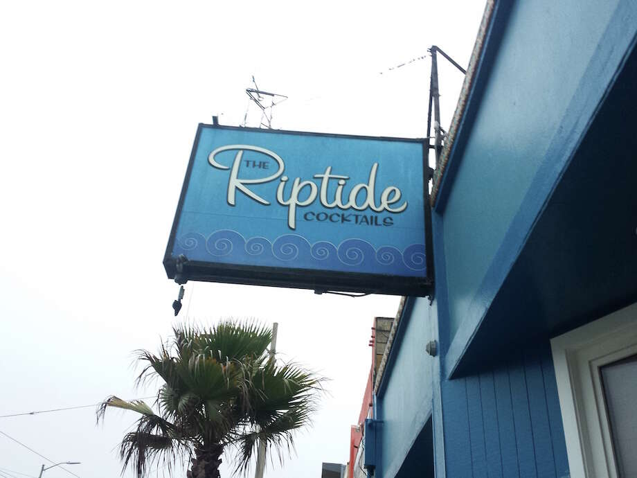 A two-alarm fire consumed the Riptide bar in August 2015. Photo: Hoodline