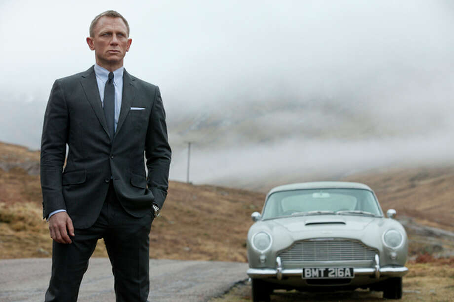 """This film image released by Columbia Pictures shows Daniel Craig as James Bond in the action adventure film, """"Skyfall."""" (AP Photo/Sony Pictures, Francois Duhamel) / Sony Pictures"""