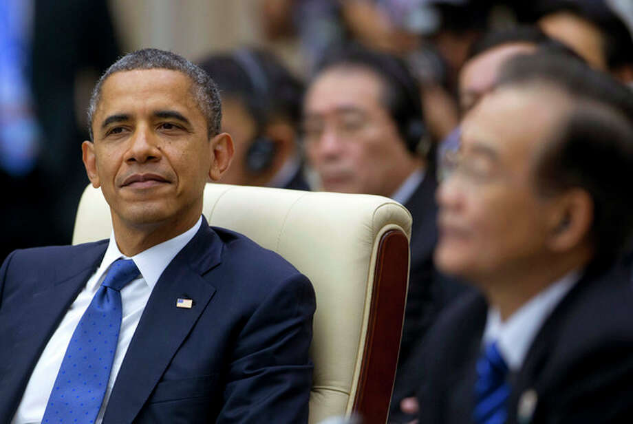 U.S. President Barack Obama, left, attends the East Asian Summit Plenary Session at the Peace Palace in Phnom Penh, Cambodia, Tuesday, Nov. 20, 2012. Seated right is Chinese Premier Wen Jiabao. (AP Photo/Carolyn Kaster) / AP