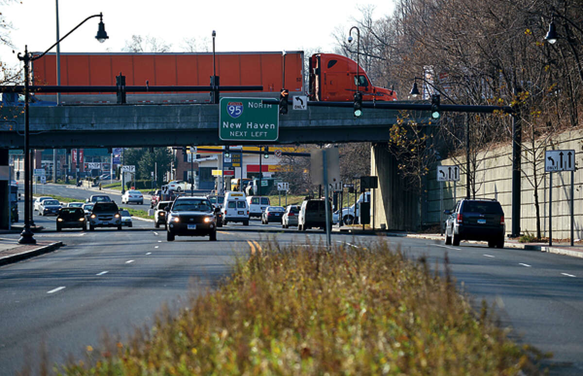 West Ave at I-95. The Norwalk Redevelopment Agency hears public input on proposed street and landscape improvements to West Avenue corridor. Hour photo / Erik Trautmann