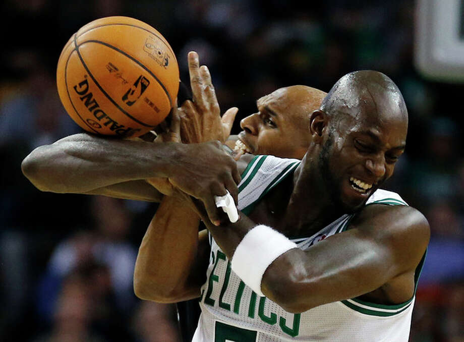 Boston Celtics' Kevin Garnett, right, and Brooklyn Nets' Jerry Stackhouse battle for a loose ball in the second quarter of an NBA basketball game in Boston, Wednesday, Nov. 28, 2012. (AP Photo/Michael Dwyer) / AP