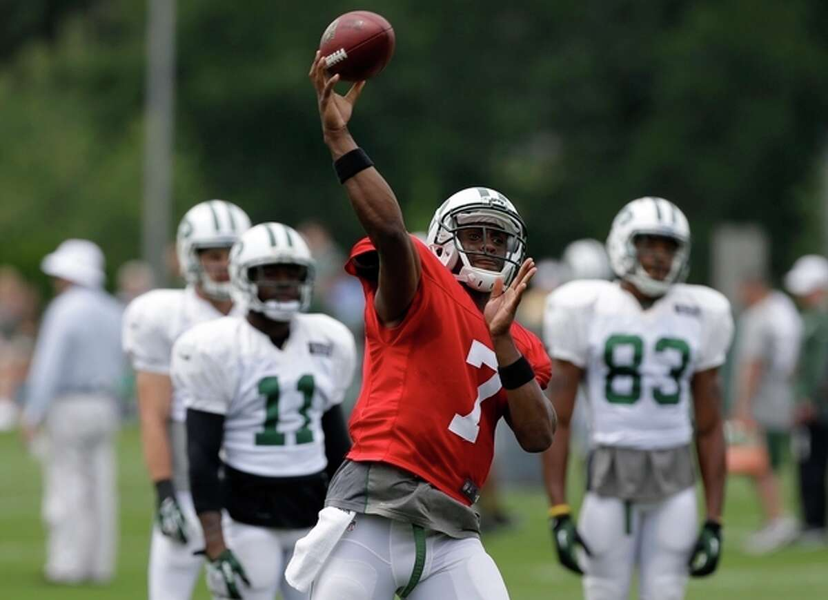 New York Jets quarterback Geno Smith participates in a practice in Florham Park, N.J., Monday, Aug. 19, 2013. (AP Photo/Seth Wenig)