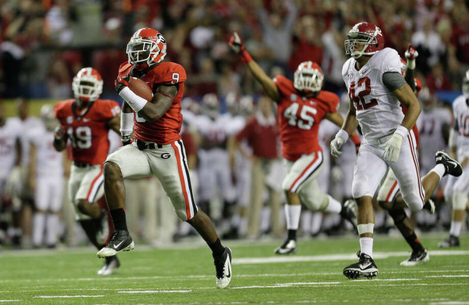 Georgia linebacker Alec Ogletree (9) runs back a blocked field goal for a touchdown during the second half of the Southeastern Conference championship NCAA college football game against Alabama, Saturday, Dec. 1, 2012, in Atlanta. (AP Photo/David Goldman) / AP