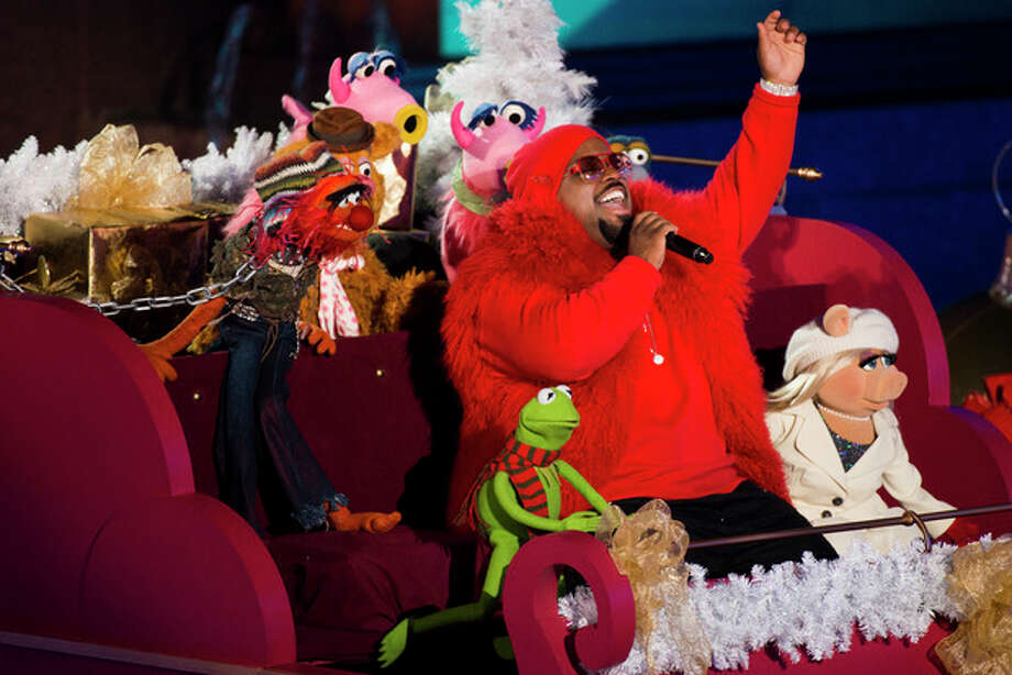CeeLo Green performs with the Muppets at the 80th annual Rockefeller Center Christmas tree lighting ceremony on Wednesday, Nov. 28, 2012 in New York. (Photo by Charles Sykes/Invision/AP) / Invision