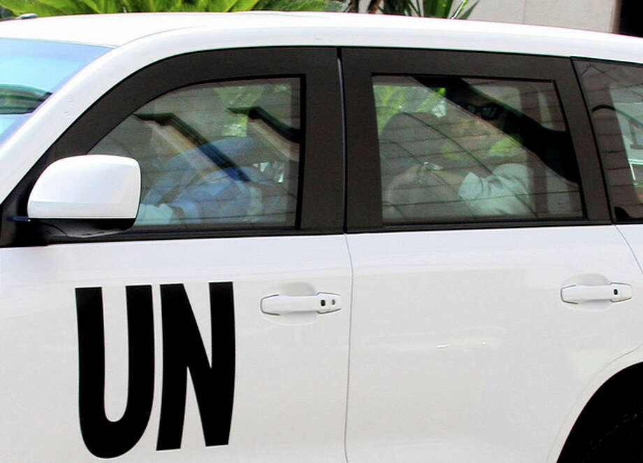 UN inspectors leave the Four Season Hotel in their vehicles in Damascus, Syria, Thursday, Aug. 29, 2013. U.N. experts investigating purported poison gas attacks left their Damascus hotel Thursday, but anti-regime activists said the team's destination was not immediately known. (AP Photo) / AP