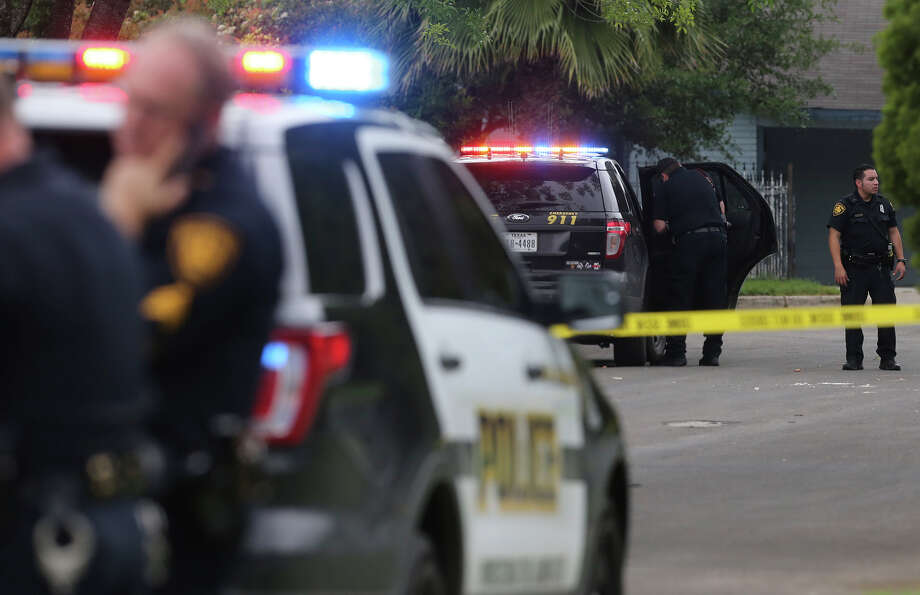 This file photo shows San Antonio police investigating an April shooting. Chief William McManus says a recent Express-News article on police use of force left the false impression that minorities are being targeted and was a serious injustice to the men and women who serve and protect this community. Photo: John Davenport /San Antonio Express-News / ©San Antonio Express-News/John Davenport