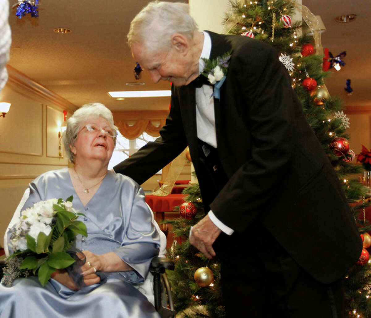 ADVANCE FOR WEEKEND EDITIONS DEC. 8-9 - In this Dec. 2, 2012 photo, Georgette Cheetham, left, with her husband Walter, renew their vows at Highlands Health Care Center in Cheshire, Conn. (AP Photo/The Republican-American, Christopher Massa)