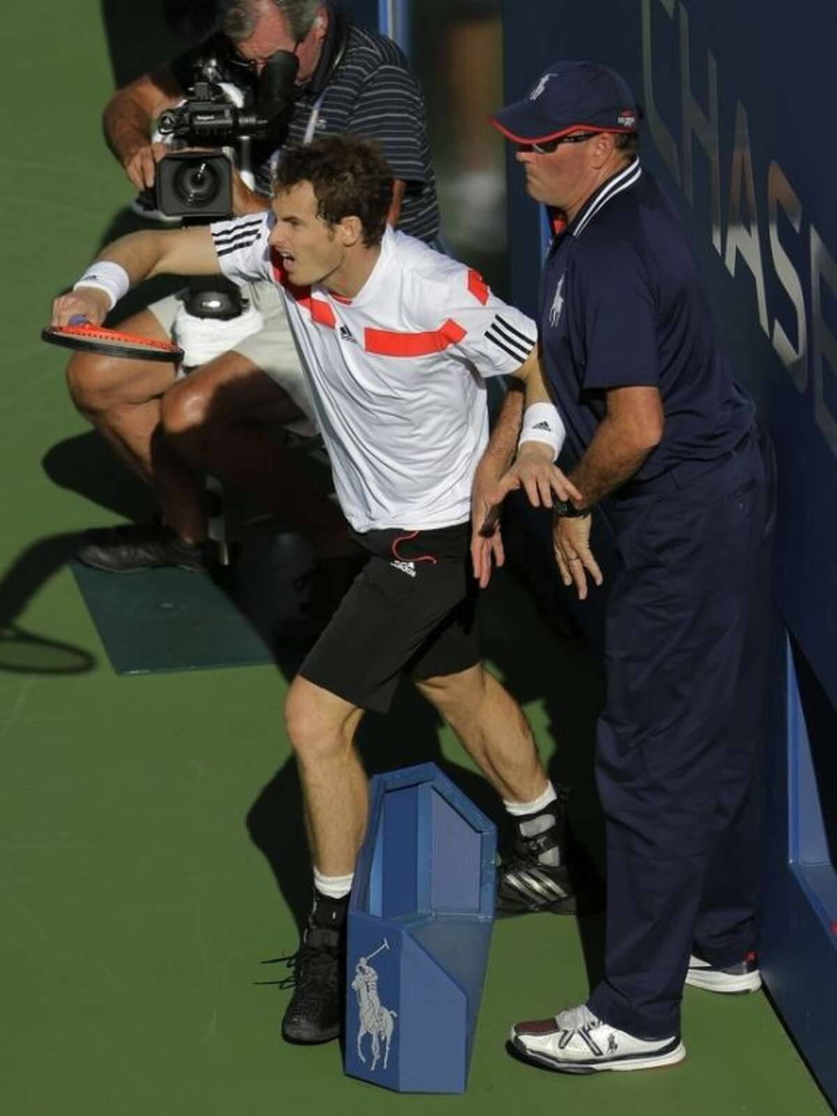 Andy Murray, of Great Britain, steps back into the linesman as he returns a shot to Stanislas Wawrinka, of Switzerland, during the quarterfinals of the 2013 U.S. Open tennis tournament, Thursday, Sept. 5, 2013, in New York. (AP Photo/David Goldman)