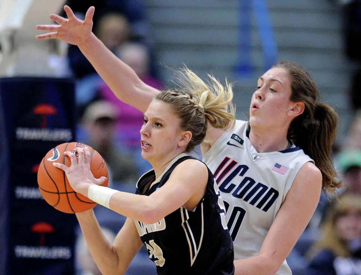 Connecticut's Breanna Stewart, right, guards Oakland's Elizabeth Hamlet during the first half of an NCAA college basketball game in Hartford, Conn., Wednesday, Dec. 19, 2012. (AP Photo/Fred Beckham)