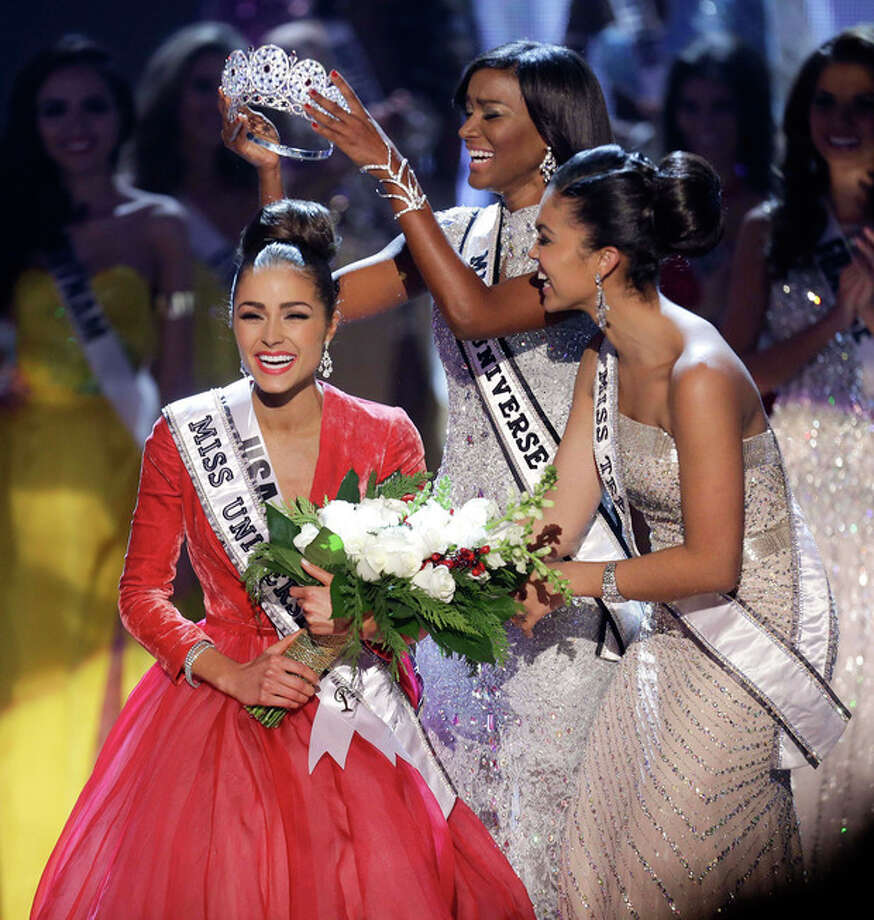 Miss USA, Olivia Culpo, left, is crowned Miss Universe during the Miss Universe competition, Wednesday, Dec. 19, 2012, in Las Vegas. (AP Photo/Julie Jacobson) / AP