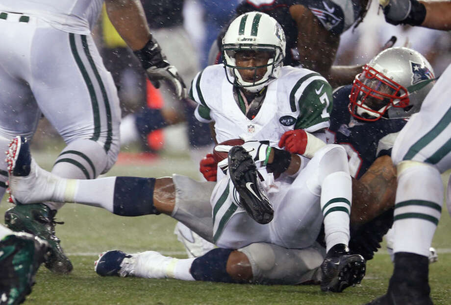 New England Patriots defensive tackle Tommy Kelly, right, sacks New York Jets quarterback Geno Smith (7) during the third quarter of an NFL football game Thursday, Sept. 12, 2013, in Foxborough, Mass. (AP Photo/Elise Amendola) / AP