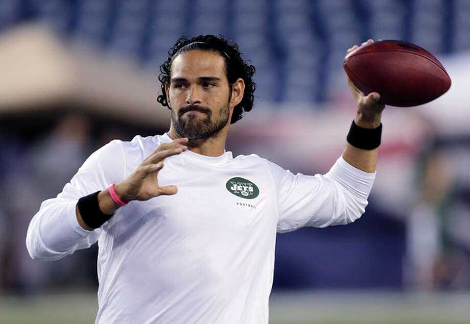 New York Jets quarterback Mark Sanchez, who normally throws right-handed, throws a pass with his left hand before an NFL football game between the New England Patriots and the Jets on Thursday, Sept. 12, 2013, in Foxborough. (AP Photo/Charles Krupa) / AP