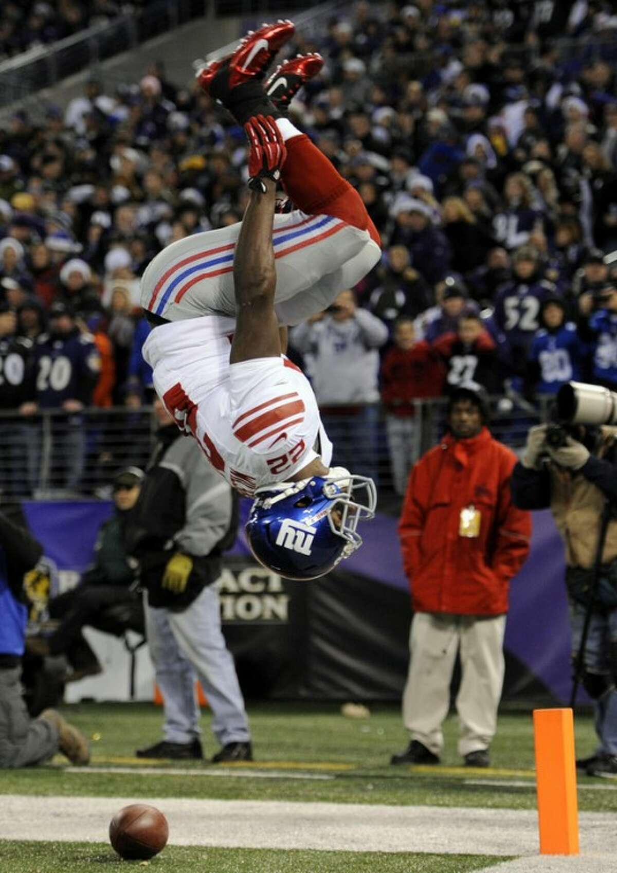 New York Giants running back David Wilson flips after scoring a touchdown in the first half of an NFL football game against the Baltimore Ravens in Baltimore, Sunday, Dec. 23, 2012. (AP Photo/Nick Wass)
