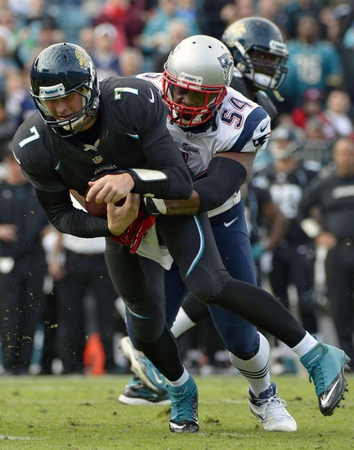 Jacksonville Jaguars quarterback Chad Henne (7) is sacked by New England Patriots outside linebacker Dont'a Hightower (54) during the second half of an NFL football game in Jacksonville, Fla., Sunday, Dec. 23, 2012. The Patriots won 23-16. (AP Photo/Phelan M. Ebenhack)