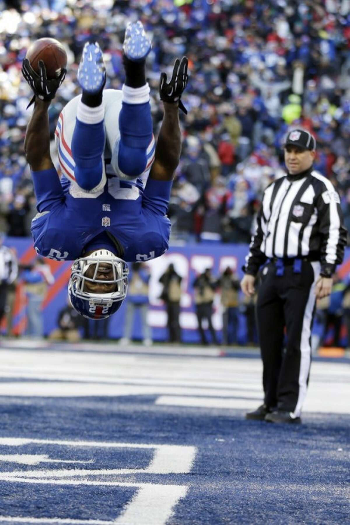 New York Giants running back David Wilson (22) flips while celebrating a touchdown during the first half of an NFL football game against the Philadelphia Eagles, Sunday, Dec. 30, 2012, in East Rutherford, N.J. (AP Photo/Kathy Willens)