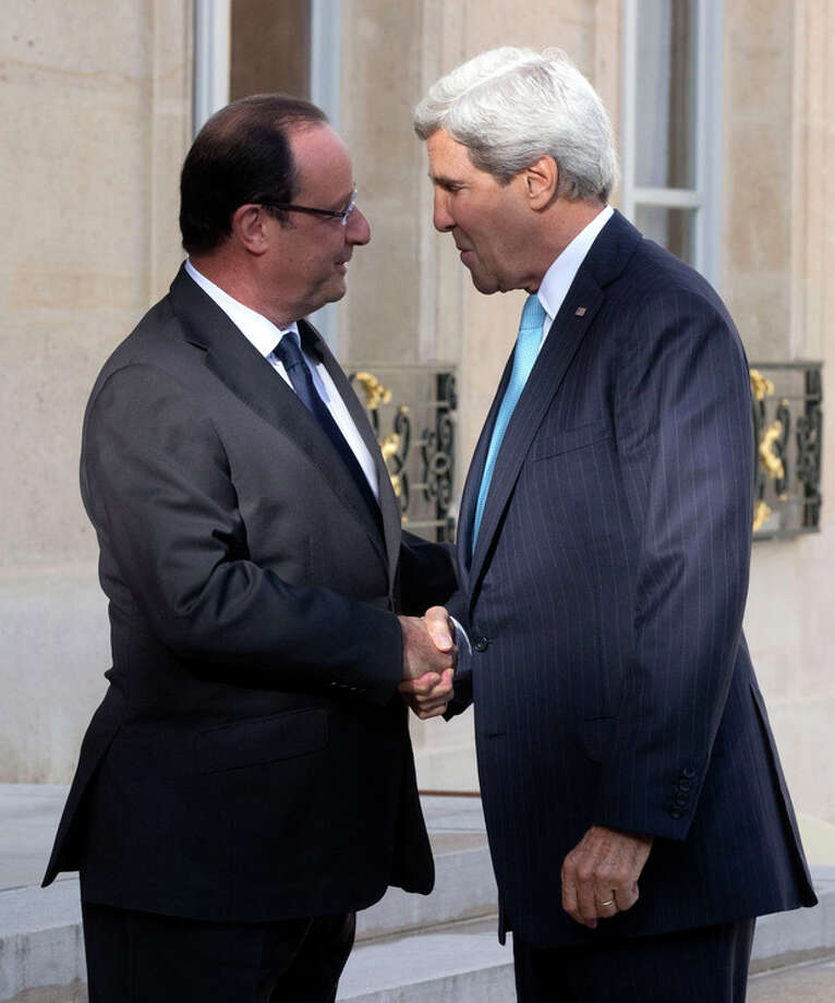 French President Francois Hollande, left, welcomes U.S. Secretary of State John Kerry for a meeting on Syria at the Elysee Palace in Paris, Monday, Sept. 16, 2013. (AP Photo/Michel Euler) / AP