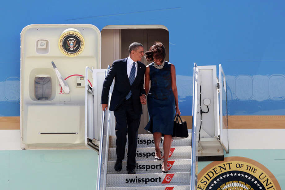 President Barack Obama, accompanied by first lady Michelle Obama, arrives at JFK International Airport in New York, Monday Sept. 23, 2013. On Tuesday, the president is scheduled to attend the 68th session of the United Nations General Assembly. (AP Photo/ David Karp) / FR50733AP