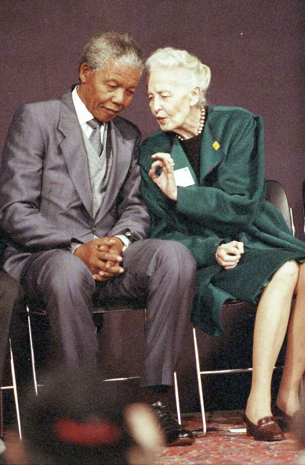 12/07/1991 - Nelson Mandela and Dominique de Menil at a press conference at the Rothko Chapel, Dec. 7, 1991. Photo: Paul S. Howell, HC Staff / Houston Chronicle