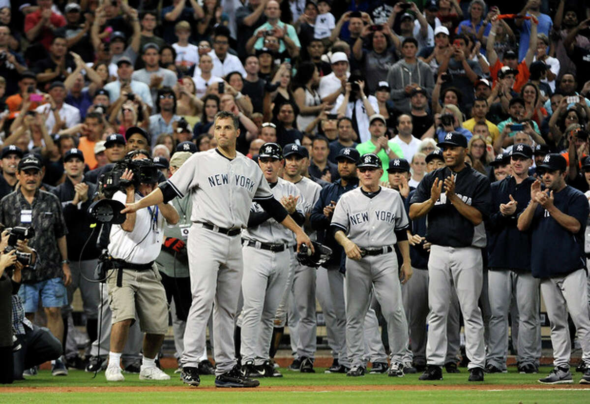 New York Yankees starting pitcher Andy Pettitte, left, turns to find the entire Houston Astros team lined up to applaud him as his teammates do the same behind him after winning the baseball game 2-1 for his final Major League game Saturday, Sept. 28, 2013, in Houston. Pettitte is retiring after 18 seasons. (AP Photo/Pat Sullivan)