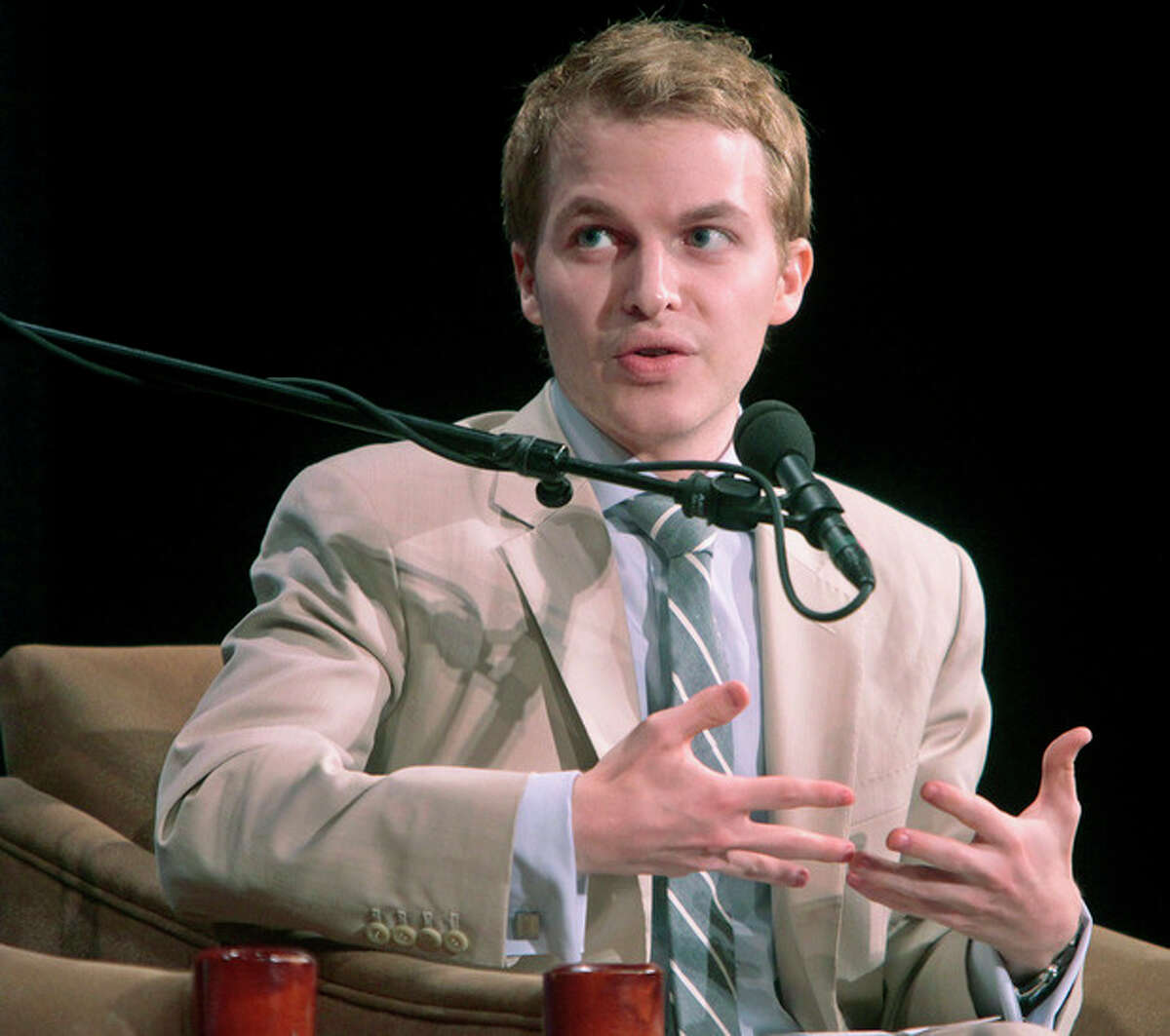 """FILE - In this Sept. 22, 2011 file photo released by the United Nations Foundation, Ronan Farrow, Special Adviser to the Secretary of State for Global Youth Issues, speaks during the Social Good Summit in New York. Farrow's mother, actress and activist Mia Farrow says in an interview with Vanity Fair that it?'s possible her son with Woody Allen is instead Frank Sinatra?'s. Farrow told the magazine that she and Sinatra ?""""never really split up?"""" and when asked if Ronan Farrow might actually be Sinatra?'s son, she answered, ?""""Possibly.?"""" (AP Photo/United Nations Foundation, Gary He)"""