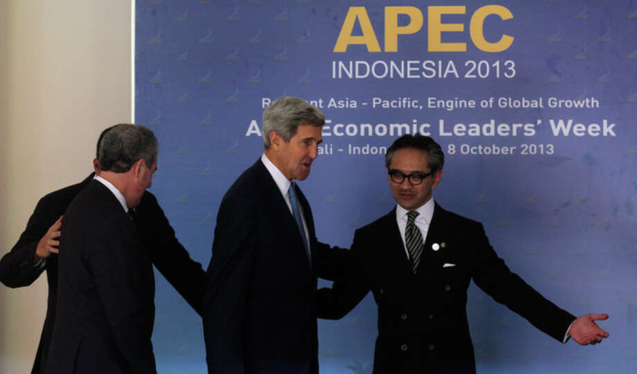 Host country Indonesian Foreign Minister Marty Natalegawa gestures towards U.S. Secretary of State John Kerry, second from left, at the Asia Pacific Economic Cooperation ministerial meeting in Bali, Indonesia, Friday, Oct. 4, 2013. (AP Photo/Wong Maye-E) / AP