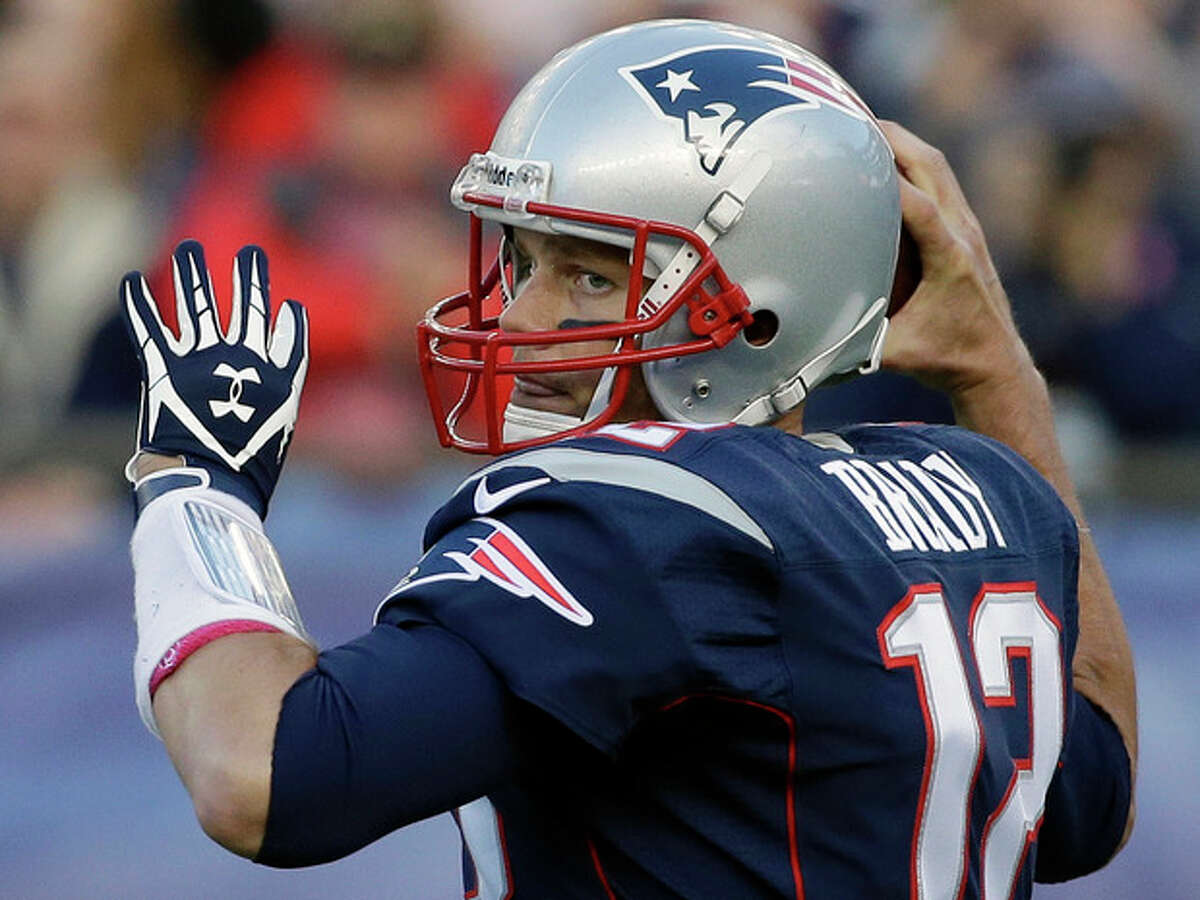 New England Patriots quarterback Tom Brady looks for a receiver in the first half of an NFL football game against the New Orleans Saints, Sunday, Oct. 13, 2013, in Foxborough, Mass. (AP Photo/Stephan Savoia)