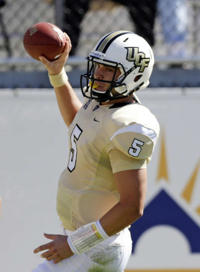 Central Florida quarterback Blake Bortles holds up the ball as he runs in the endzone for a 10-yard touchdown run against Connecticut in the first half of an NCAA college football game in Orlando, Fla., Saturday, Oct. 26, 2013.(AP Photo/John Raoux)