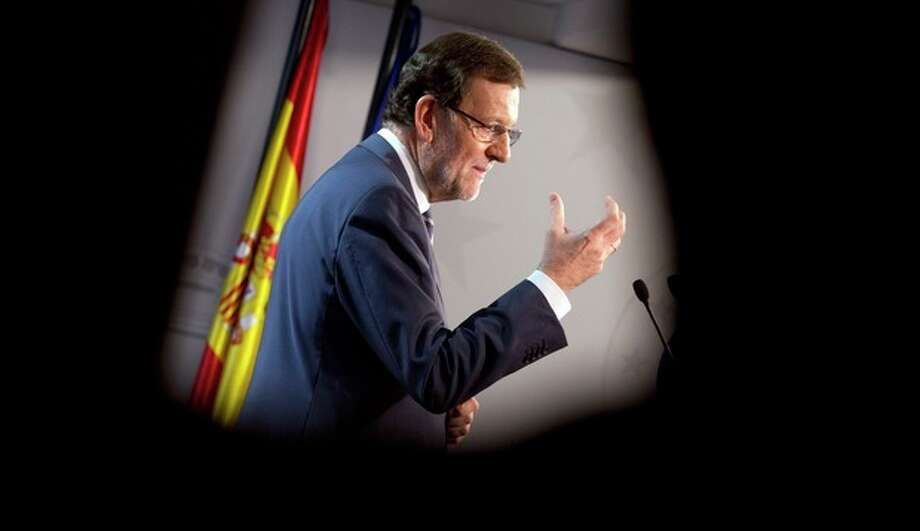 Spanish Prime Minister Mariano Rajoy gestures while speaking during a media conference after an EU summit in Brussels on Friday, Oct. 25, 2013. Migration, as well as an upcoming Eastern Partnership summit, topped the agenda in Friday's meeting of EU leaders. (AP Photo/Virginia Mayo) / AP