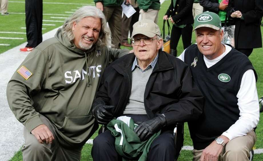 New Orleans Saints defensive coordinator Rob Ryan, left, poses for photographs with his father Buddy Ryan, center, and bother, New York Jets head coach Rex Ryan, right, before an NFL football game Sunday, Nov. 3, 2013, in East Rutherford, N.J. (AP Photo/Bill Kostroun) / FR51951 AP