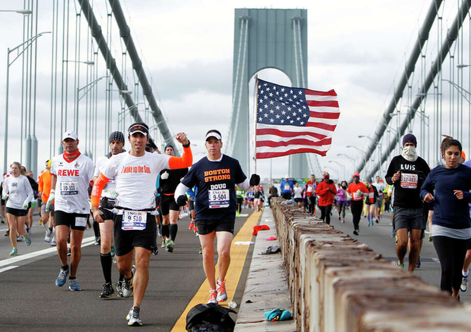 Runners cross the Verrazano-Narrows Bridge at the start of the New York City Marathon, Sunday, Nov. 3, 2013, in New York. (AP Photo/Jason DeCrow) / FR103966 AP