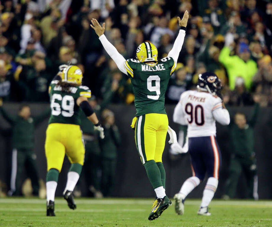Green Bay Packers quarterback Seneca Wallace reacts after James Starks' 32-yard touchdown run during the first half of an NFL football game against the Chicago Bears Monday, Nov. 4, 2013, in Green Bay, Wis. (AP Photo/Jeffrey Phelps) / FR59249 AP