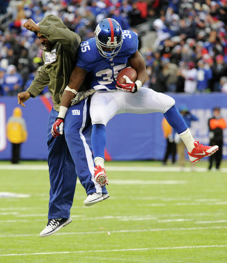 New York Giants running back Andre Brown, right, celebrates with running back Brandon Jacobs after scoring a touchdown against the Oakland Raiders during the second half of an NFL football game on Sunday, Nov. 10, 2013, in East Rutherford, N.J. (AP Photo/Bill Kostroun) / FR51951 AP