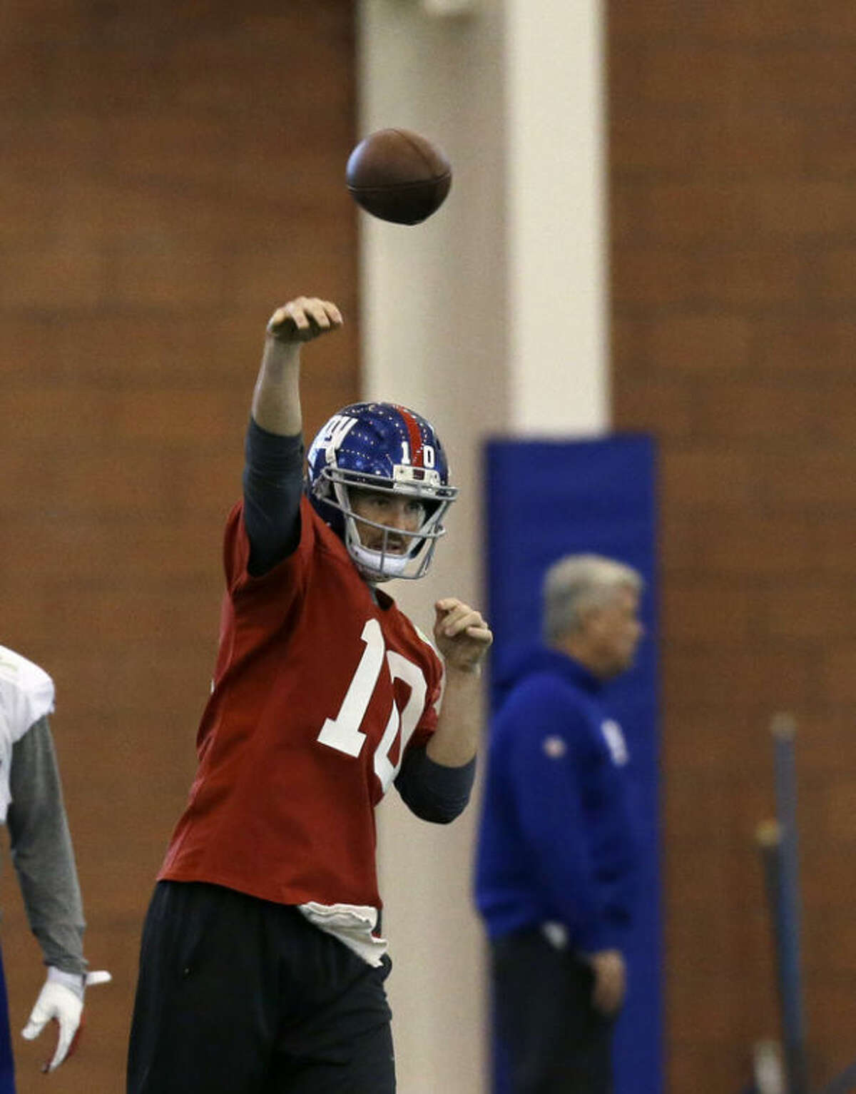 New York Giants quarterback Eli Manning (10) throws a pass during NFL football practice in East Rutherford, N.J., Wednesday, Nov. 20, 2013. AP Photo/Mel Evans)
