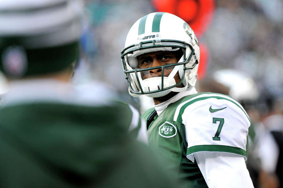 New York Jets quarterback Geno Smith looks on after being pulled during the second half of an NFL football game against the Miami Dolphins, Sunday, Dec. 1, 2013, in East Rutherford, N.J. (AP Photo/Bill Kostroun) / FR51951 AP