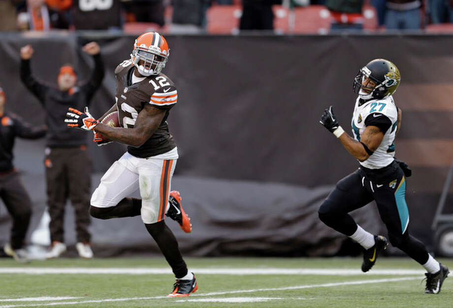 Cleveland Browns wide receiver Josh Gordon (12) outruns Jacksonville Jaguars cornerback Dwayne Gratz (27) on a 95-yard touchdown reception in the fourth quarter of an NFL football game on Sunday, Dec. 1, 2013, in Cleveland. (AP Photo/Tony Dejak) / AP